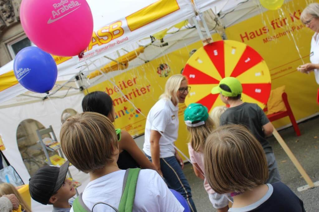 IsarInselFest-Stand-ASB-Muenchen-Gluecksrad.JPG