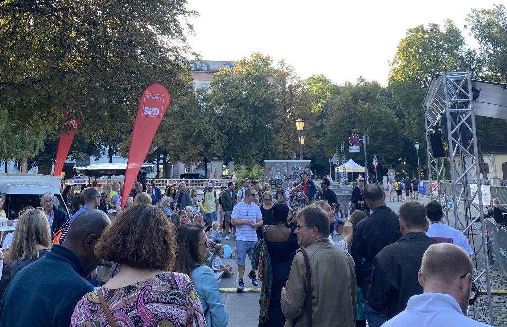 Isarinselfest_Publikum.jpg
